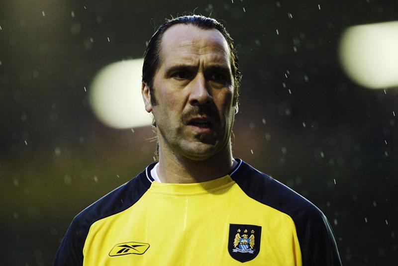 Cựu thủ môn Manchester City nổi tiếng: Huyền thoại David Seaman của Arsenal từng bắt cho Man City