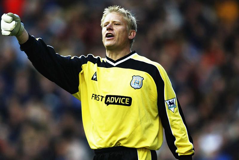 Cựu thủ môn Manchester City nổi tiếng: Huyền thoại MU Peter Schmeichel từng thi đấu cho The Citizens