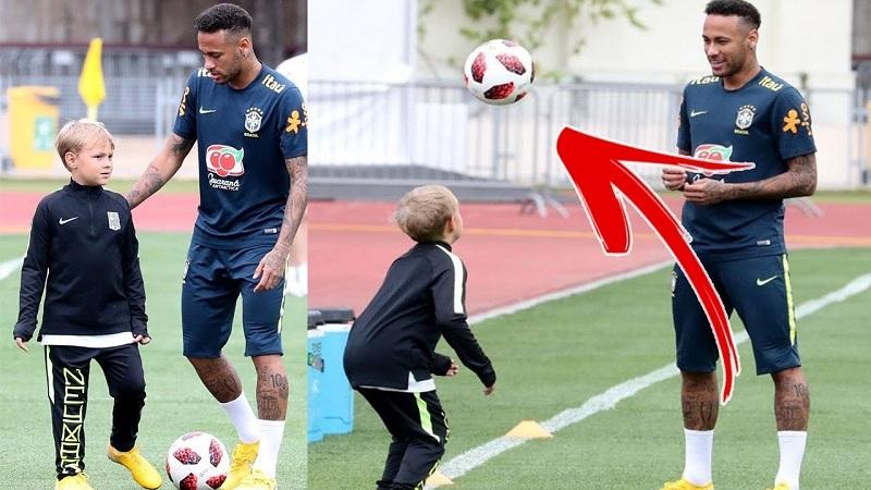 Neymar và cậu con trai David Lucca da Silva Santos cùng nhau chơi bóng